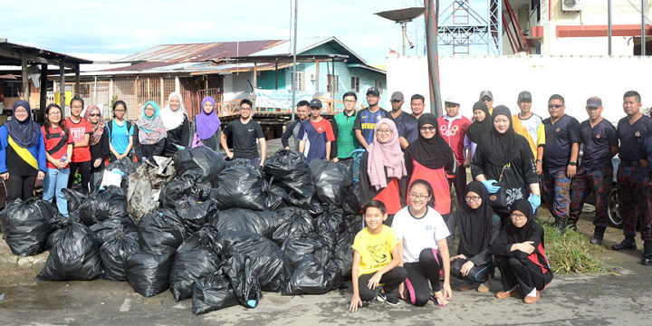 Volunteers clean up Sungai Kebun