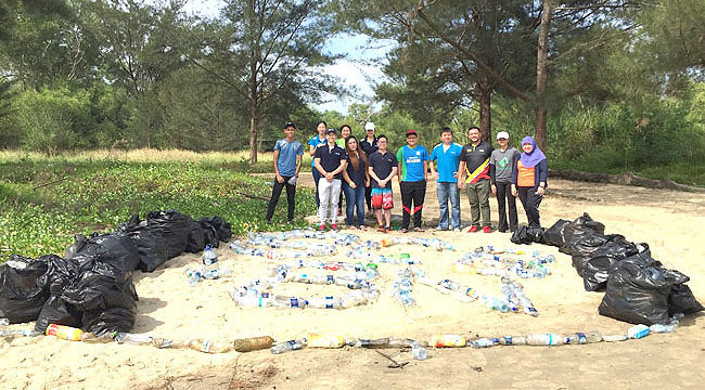Standard Chartered Bank teams up with Green Brunei to clean Tungku Beach