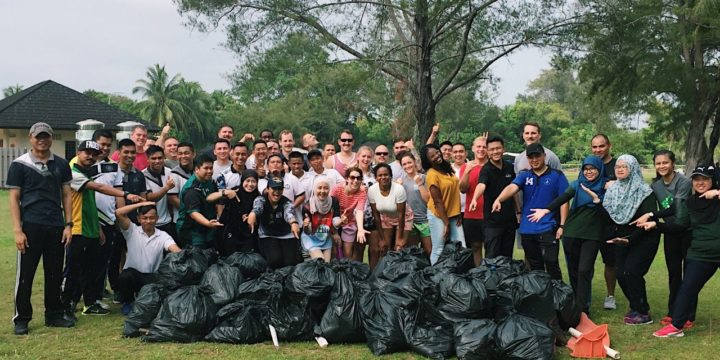 BEACH CLEAN-UP ACTIVITY BETWEEN ROYAL BRUNEI NAVY AND UNITED STATES 7TH FLEET P-8A MARITIME PATROL AND RECONAISSANCE AIRCRAFT CREW